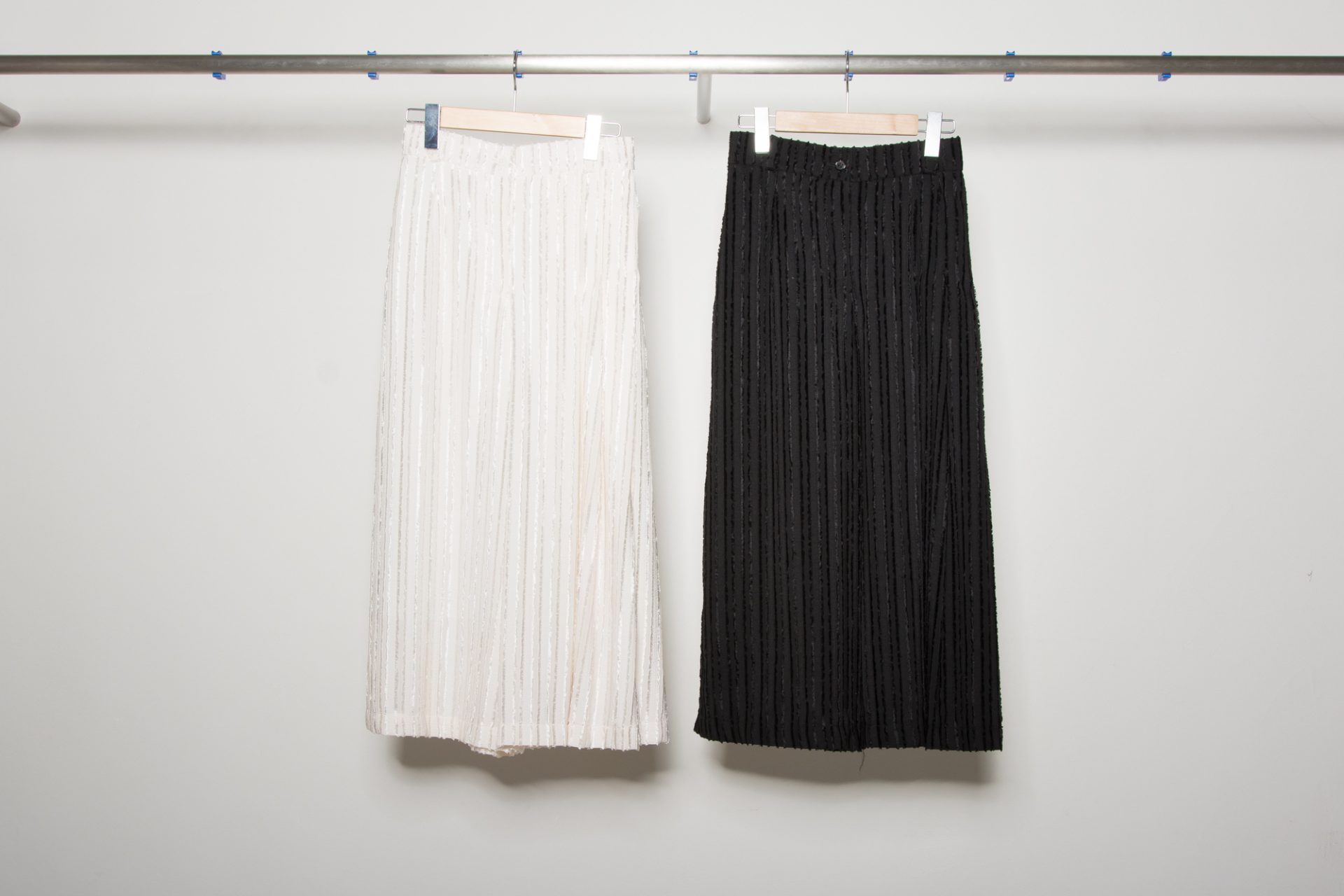 One-side pleat pants