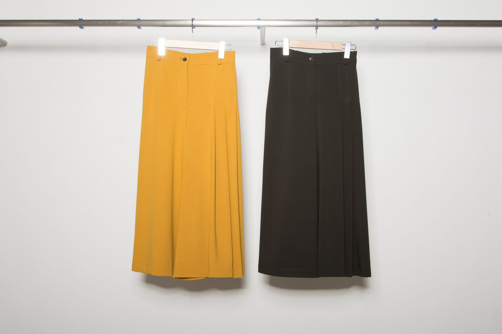 One-side pleat pants (Plain)