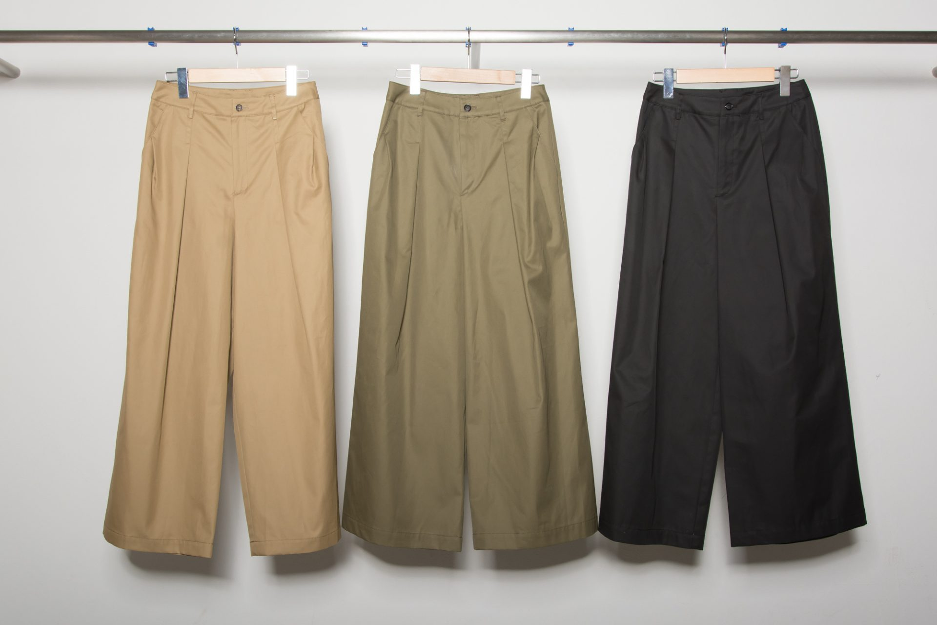 Side Tack Wide Pants