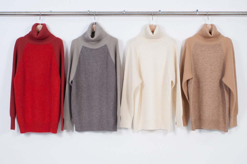 Different gauge switching high-necked pullover
