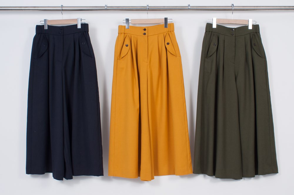 Skirt-like pants (plain)