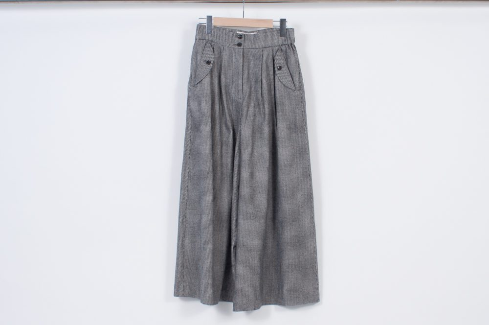 Skirt-like pants